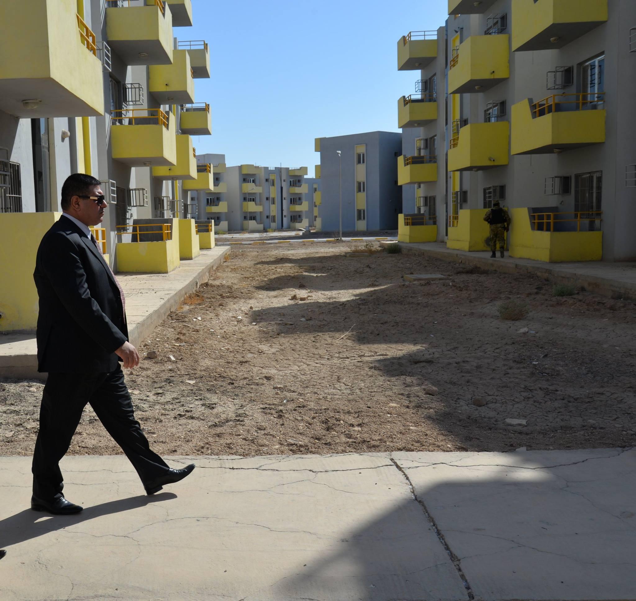 محافظ المثنى يطالب وزارة الاعمار بإيصال الخدمات الى مجمع حي الزهراء السكني بالسماوة