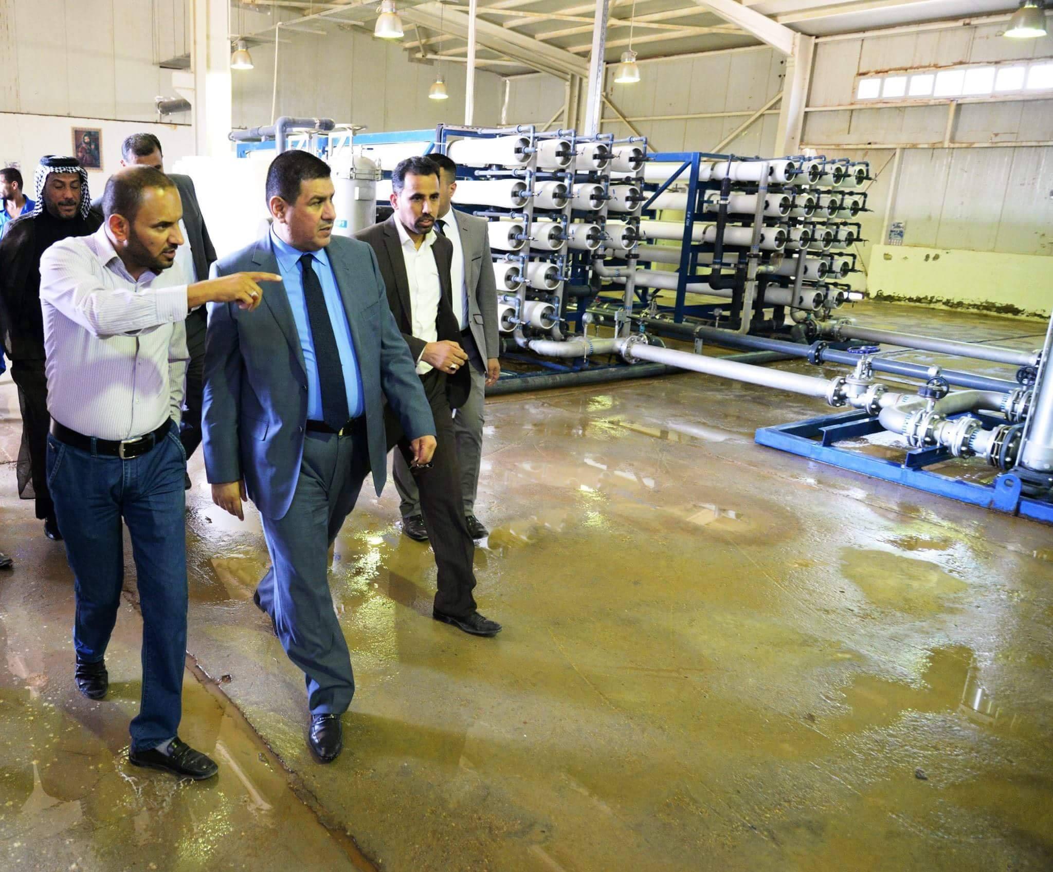 محافظ المثنى يتفقد مشروع تحلية ماء السلمان ويوجه بحفر المزيد من آبار الماء للنفع العام