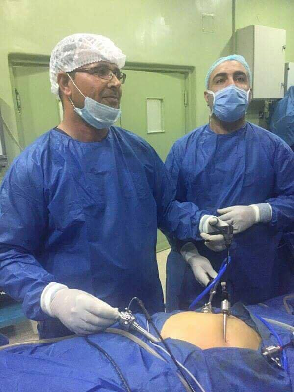 فريق طبي في مستشفى الرميثة ينجح برفع مراره بواسطة جهاز الناظور لمريضة اربعينية