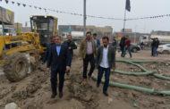 محافظ المثنى يوجه الدوائر الخدمية باستنفار جهودها لسحب مياه الأمطار من الاحياء السكنية غير المخدومة بشبكة المجاري