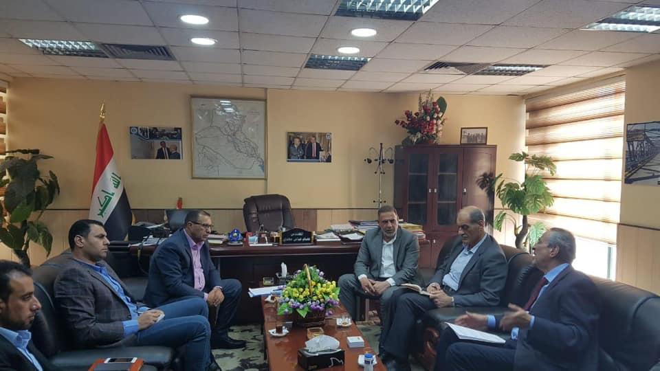 محافظ المثنى يلتقي مدير عام الهيئة العامة للطرق والجسور في وزارة الاعمار