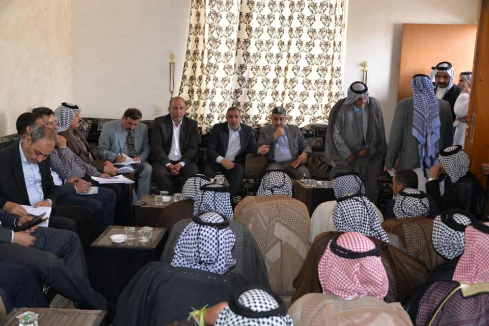 محافظ المثنى يزور قبيلة الشهداء (آل عبس ) ويوجه باقامة عدد من المشاريع الخدمية