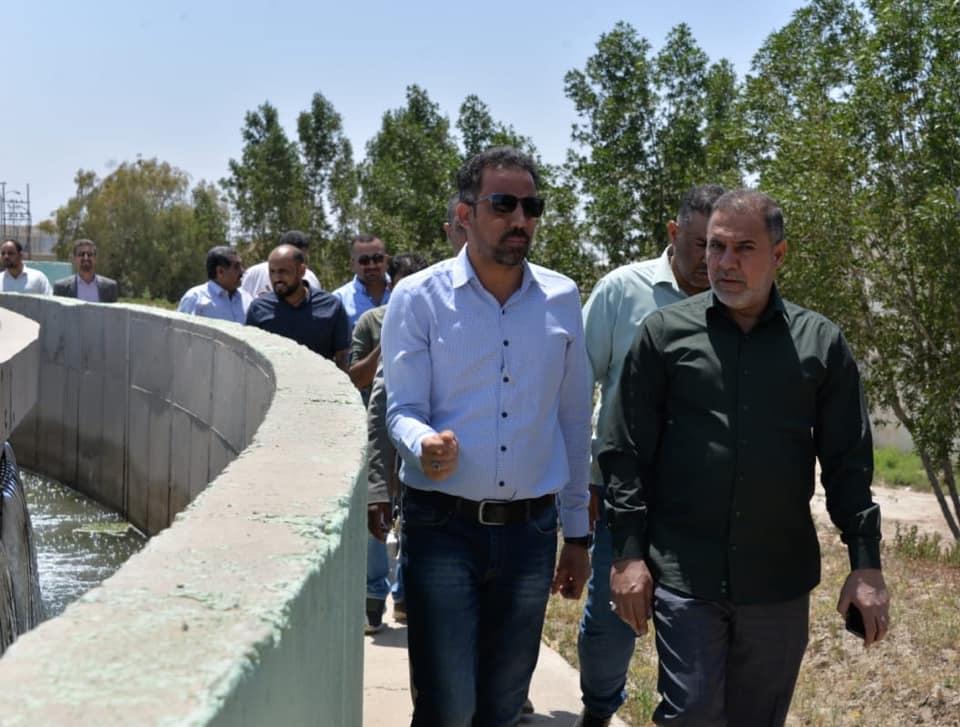 محافظ المثنى يتفقد مشروع ماء الرميثة ويوجه بصيانة المشروع وتنظيف النهر من نبات الشمبلان