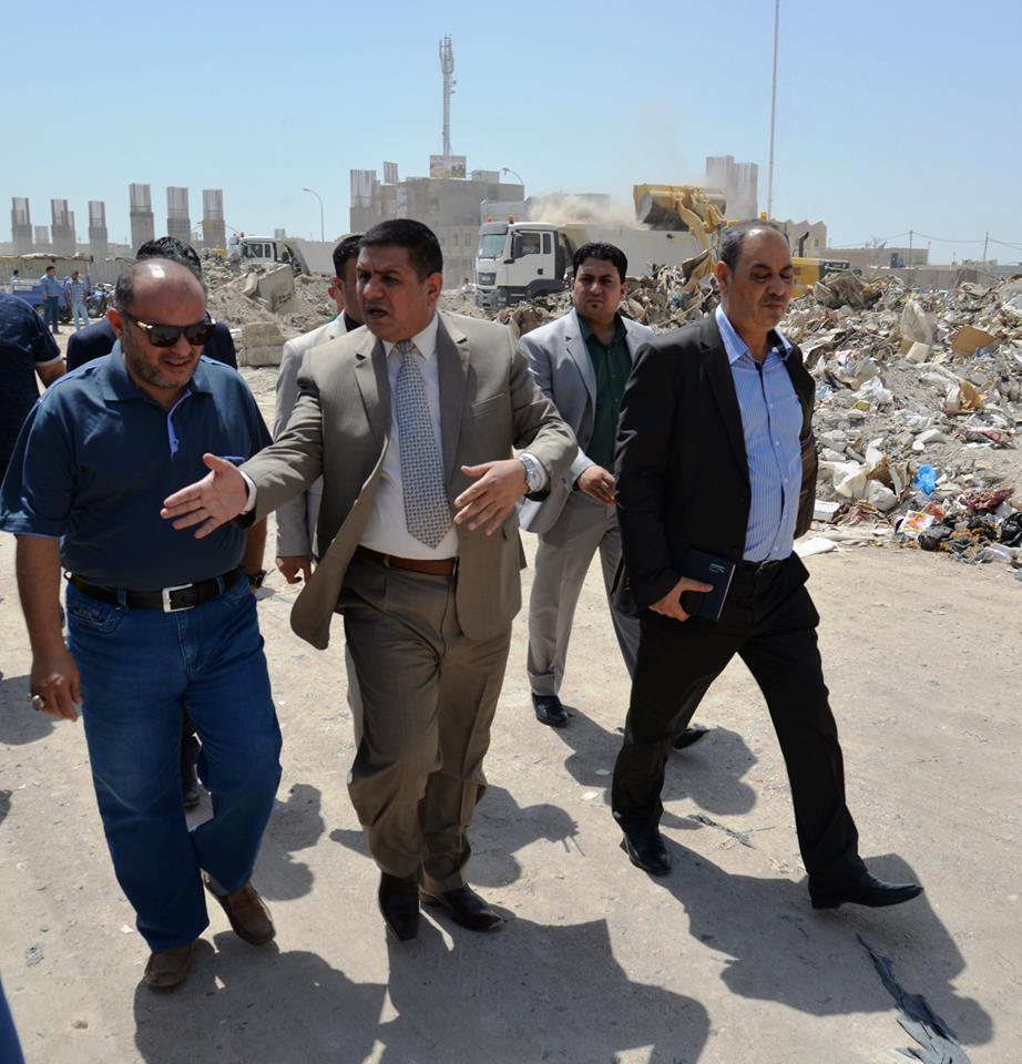محافظ المثنى يشرف على حملة تنظيف وفتح الشوارع في المنطقة المحيطة بمجسر الصدرين
