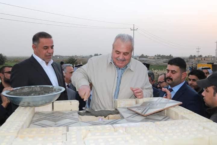 وزير الموارد المائية ومحافظ المثنى يضعان الحجر الأساس لمشروع محطة تعزيز الرميثة العمودية